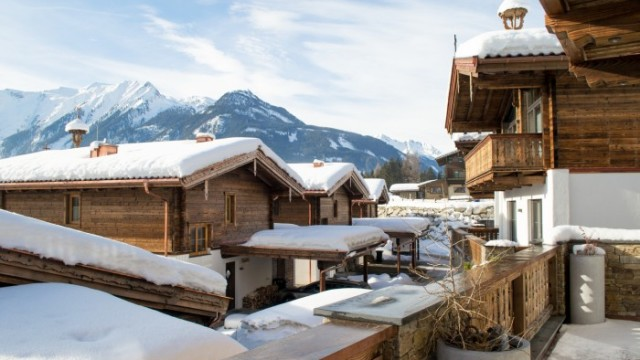 Exkluzivní apartmány u sjezdovky nad střechami městečka Königsleiten
